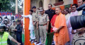 मुख्यमंत्री ने वाराणसी में कहा कि ,स्वच्छता कार्यक्रम प्रधानमंत्री की  प्राथमिकता के प्रमुख कार्यक्रमों में से एक
