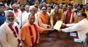 योगी ,केशव प्रसाद ,दिनेश शर्मा ,स्वतंत्र देव ,मोहसिन ने विधान परिषद की सदस्यता के लिये नामांकन भरा