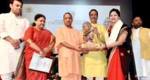 मुख्यमंत्री ने राज्य अध्यापक पुरस्कार की धनराशि  10 हजार रु0 से बढ़ाकर 25 हजार रु0 करने की घोषणा की