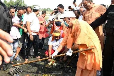 मुख्यमंत्री योगी  ने गोमती नदी सफाई  महाभियान का शुभारंभ किया