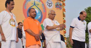 योगदिवस पर राजनाथ, राज्यपाल, व सीएम योगी बदले बदले  नजर आये