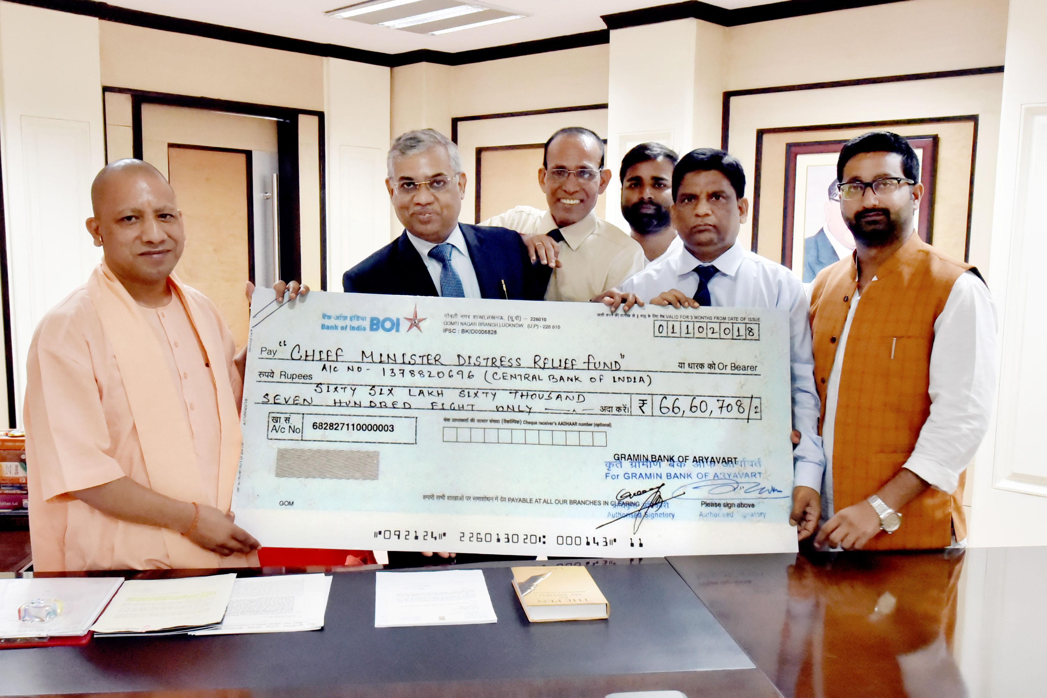 मुख्यमंत्री को केरल राज्य में बाढ़ से प्रभावित व्यक्तियों/परिवारों के सहायतार्थ 66 लाख 60 हजार 708 रु0 का चेक भेंट किया गया