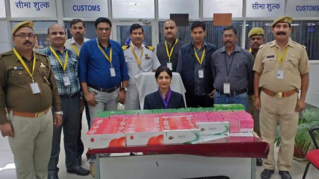 Gold_worth_Rs_1.5_crore_was_caught_at_Lucknow_Lucknow_Airport_Lucknow_Airport_1542446896