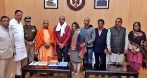 सीएम योगी से मिला शहीद इंस्पेक्टर सुबोध कुमार सिंह का परिवार, एक सड़क और कॉलेज होंगे सुबोध के नाम पर